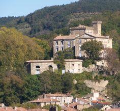 Chalabre : cette petite ville est située dans la vallée de l'Hers, au confluent de cette rivière, du Chalabreil et du Blau. On trouve des tr...