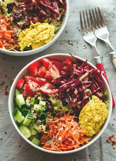 Black Rice Salad Bowl with Tahini Dressing - an easy to make fresh healthy summer salad recipe. Tomatoes, cucumber, beets, carrots, hummus, lettuce, black rice, and tahini dressing. (vegan, GF) | http://thehealthfulideas.com
