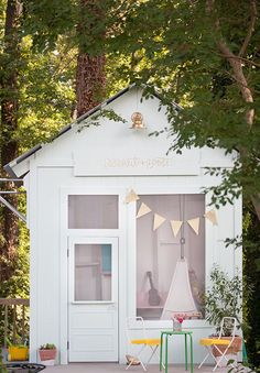This adorable kids' playhouse started out as an old tool shed in bad disrepair. The transformation is simply amazing. Click through to see how Joni Lay of Lay Baby Lay created this magical space for her little girls. || laybabylay