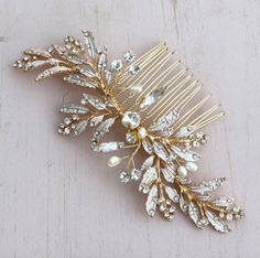 Hair Accessories Hair Comb, Wedding Hair Comb, Gold Bridal Comb, leaf hair comb, Wedding hair accessories Love it when we get a new item into the store. This gold wedding hair accessory is just perfect for that special day. Bridal Comb, Hair Comb Wedding, Wedding Hair Pieces, Wedding Hair Jewelry, Bridal Jewellery, Gold Headpiece, Headpiece Jewelry, Prom Hair Accessories, Wedding Hairstyles