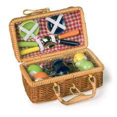 17-dlg. bont serviesgoed van keramiek verpakt in een echte picknickmand.