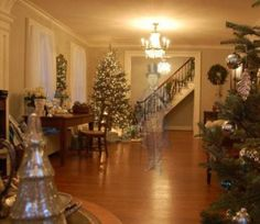 Decorating for Christmas..Dawn Antonides Gottschalk, Samuel Simpson House