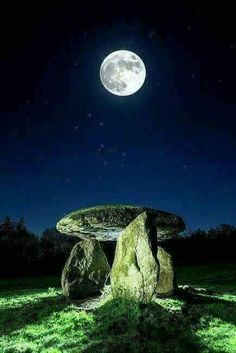 Nature is a best Physician and a source for to go beyond the World. Stars Night, Good Night Moon, Stars And Moon, Moon Photos, Moon Pictures, Love Moon, Mystic Moon, Shoot The Moon, Moon Shadow