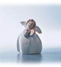 LLADRO - LITTLE ANGEL WITH TAMBOUR
