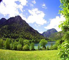 Der Thumsee im Mai - klares Wasser - grüne Wiese - Ruhe und Erholung pur.    Foto: Stefan Edenhofer