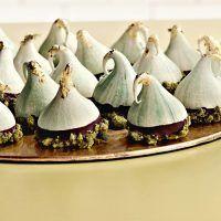 Recept : Čarodějnické kloboučky   ReceptyOnLine.cz - kuchařka, recepty a inspirace Christmas Sweets, Christmas Baking, Pavlova, Winter Holidays, Decorative Bells, Food And Drink, Candy, Cookies, Recipes