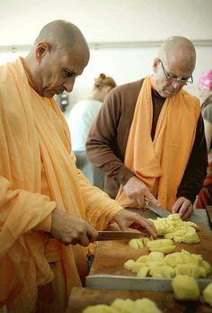 Bhakti Bhringa Govinda swami and Radhanatha swami Bb, Vegetables, Food, Veggies, Veggie Food, Meals, Vegetable Recipes, Yemek, Eten