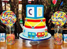 Como decorar a parte de trás da mesa do bolo da festa de aniversário