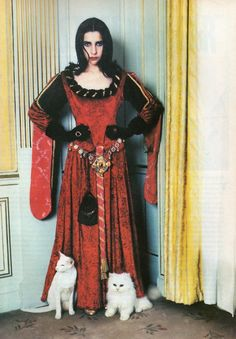 PJ Harvey born Polly Jean Harvey was born October 1969 and is a British singer, songwriter and musician. Celebrities With Cats, Celebs, Women Of Rock, Louise Brooks, Women In Music, Cat People, Almost Famous, Role Models, Rock And Roll