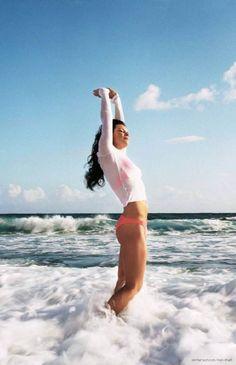 Evangeline Lilly beach relax