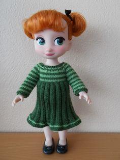 Coucou les filles, Maman a réalisé ce coup çi une tenue pour Anna qu'elle a trouvé sur Etsy : https://www.etsy.com/fr/listing/265655258/knitting-pattern-pour-robes-pour-poupees?ref=listing-shop-header-2 Le vert va parfaitement à la jolie demoiselle et...