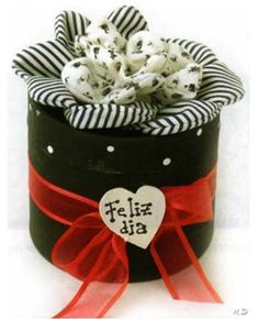 Caja decorada. Gift Box Packaging, Fabric Boxes, Ideas Para, Catering, Valentines Day, Planter Pots, Diy Crafts, Scrapbook, Party