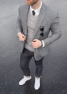 Tendance Basket 2017 Phil Cohen is sporting a sharp gray on gray look. He throws our slim-fit gray ja