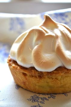 Perfect Lemon Meringue Pie from Gingerberry (her post) Lemon Recipes, Tart Recipes, Sweet Recipes, Dessert Recipes, Just Desserts, Delicious Desserts, Yummy Food, Muffins, Lemon Meringue Pie