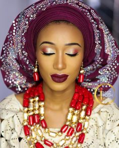 Hello to this beauty @winni_marcus . Her smile is everything guys. As predicted she would make a stunning bride. Beautiful asooke collection by @bellissimoconcept and her beautiful beads by @rochem_iyaileke. Lashes by @beelashes.