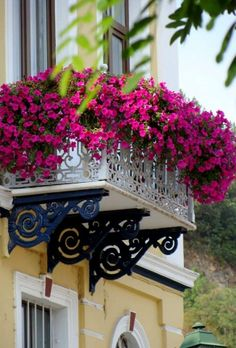 Small balcony decor – probably the most romantic Juliet balcony design concepts…. Small balcony decor – probably the most romantic … Balcony Flower Box, Small Balcony Garden, Small Balcony Decor, Window Box Flowers, Balcony Plants, Balcony Design, Window Boxes, Flower Boxes, Garden Design