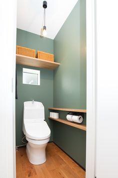 アクセントグリーンウォールトイレ。 - New Tutorial and Ideas Restroom Design, Toilet Room, Downstairs Toilet, Natural Interior, Small Bathroom, House Design, Furniture, Home Decor, Bathroom