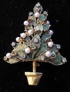 VINTAGE ORIGINAL BY ROBERT CHRISTMAS TREE PIN 801 NO RETURNS