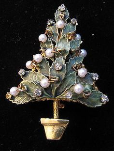 VINTAGE CHRISTMAS TREE PIN.