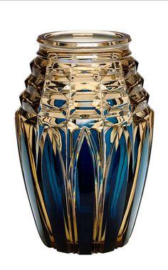 Val Saint-Lambert - Vase E.L. 319, vase cristal topaze doublé bleu, créée pour l'Exposition Internationale-Liège 1930. H 33 cm.