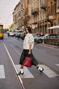 Milan Fashion Week Street Style, Milan Fashion Weeks, Belted Coat, Anorak Jacket, Fall Trends, Star Fashion, Leather Fashion, Chic Outfits, Beautiful Outfits