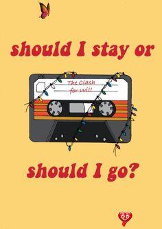 Stranger Things Sticker, Vinyl Sticker, Mix Tape Should I Stay or Should I Go?  <br> ☾ Stranger cose sticker/opere d'arte originali di Eva Gramola ☾ DEVO RIMANERE O DOVREI ANDARE? Dimensioni: 9 x 8,5 cm (3,5 x 3, 3'' pollici) Bellissimo adesivo in vinile con uno dei miei illustrazione ispirato da Stranger Things. L'adesivo è di alta qualità stampato su carta vinile lucido! Bello da allegare al tuo cellulare o laptop:) Per preparare e inviare il pacchetto che ho bisogno di 1-3 giorni. Spedite… Stranger Things Wall, Stranger Things Fotos, Stranger Things Season 3, Stranger Things Netflix, Iphone Wallpaper Music, Go Wallpaper, Laptop Wallpaper, Wallpaper Quotes, Wallpapers Rosa