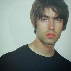 Find images and videos about rock, oasis and liam gallagher on We Heart It - the app to get lost in what you love. Liam Gallagher Noel Gallagher, Oasis Live, Liam And Noel, Oasis Band, El Rock And Roll, Britpop, Important People, Motown, Rock Music