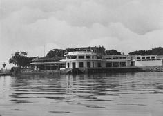 Het nieuwe gebouw van de Marinesociëteit Modderlust in Soerabaja in aanbouw 1929-1932.
