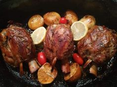 Μενού Χριστουγέννων 2020: Δείτε συνταγές ,ιδέες και προτάσεις Pot Roast, Sausage, Beef, Cooking, Ethnic Recipes, Food, Carne Asada, Meat, Kitchen
