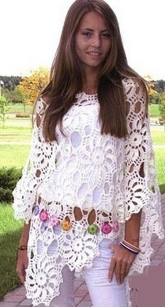 Tejidos - Knitted - This is an unusual & pretty poncho. There's LOTS of pretty stuff at this site & most of them have charts! Poncho Au Crochet, Mode Crochet, Crochet Shawls And Wraps, Crochet Blouse, Crochet Scarves, Irish Crochet, Crochet Clothes, Crochet Lace, Crochet Tops