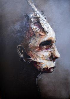 Peintre, graphiste et plasticien, Eric Lacombe est un artiste autodidacte au centre d'un univers entre fantasmagorie et thaumaturgie.
