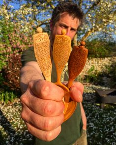 I spent time recently who in my humble opinion is one of the finest spoon carvers around and all round nice guy Adam Hawker. He and his delightful family showed me lots of generous hospitality during my stay in Dorset and we also filmed two videos which will be realised in the coming weeks
