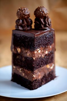 At first it barely audibly cracked when the fine chocolate glaze broke, but only one … – Kuchen Chocolate Butter, Chocolate Glaze, Chocolate Hazelnut, Melting Chocolate, Drip Cakes, Ferrero Rocher Torte, Easy Cake Recipes, Food Cakes, Savoury Cake