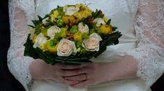 Bouquet jaune et nacré, de quoi donner du peps à sa tenue!