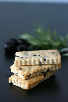 Recipe for Parmesan Shortbread, Olives and Rosemary - Cook & Gift - Tapas, Canned Blueberries, Vegan Scones, Scones Ingredients, Galletas Cookies, Gifts For Cooks, Appetisers, Shortbread, Appetizer Recipes