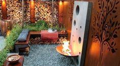 EHET Warme Wintertuin met cortenstaal en houtmuur. Door Tiara