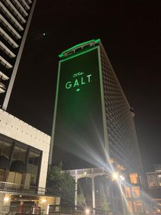 The Galt House hotels is located in downtown Louisville near the riverfront and many other great attractions. Book your stay our hotel in Louisville, KY now! Galt House Hotel, Go Green, Kentucky, Skyscraper, Skyscrapers