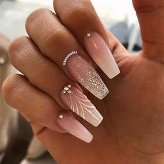 Pointy nails are one of the essential forms of nails. The manicure with the long pointed tip is ideal for those who want to try something daring. We love this modern look and have found 21 of the best models of pointy nails. Rhinestone Nails, Bling Nails, Swag Nails, My Nails, Nail Art Rhinestones, Dark Nails, Best Acrylic Nails, Acrylic Nail Designs, Nail Art Designs