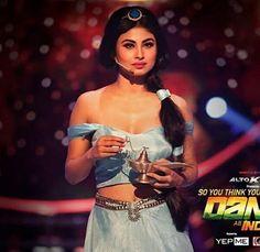 Indian Tv Actress, Indian Actresses, Jasmine Costume Women, Mouni Roy Dresses, Mouny Roy, Bengali Saree, Indian Bikini, Ballroom Costumes, Antara