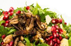 Perlespeltsalat med svampe og rucola