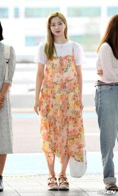 Suzy Bae Fashion, Fashion Idol, Kpop Fashion, Girl Fashion, Airport Fashion, Airport Look, Airport Style, South Korean Girls, Korean Girl Groups