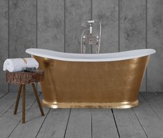 Hurlingham Baths offer a bespoke hand gilded service, where our skilled craftsmen apply 24 carat gold leaves to the surface of the bath to create an opulent bathroom centrepiece. Cast Iron Bath, Copper Bath, Roll Top Bath, Leather Roll, Large Baths, Centre Pieces, Bathroom Interior Design, Clawfoot Bathtub, Master Bathroom