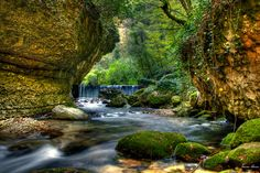 """La Riserva Naturale della Valle dell'Orfento è un vero """"Eden"""". Gran parte della riserva è nel comune della celebre città termale di Caramanico Terme. L'area protetta, senza dubbio una delle zone più belle, selvagge e spettacolari dell'intero Abruzzo, comprende un ampio territorio con dislivelli e alture che vanno dai 500 ai 2.600 m. di altitudine."""