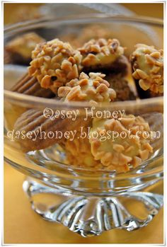 Qasey Honey: BISKUT ALMOND BEAUTY