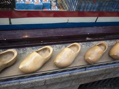 Contrary to thesouvenirssold on Damrak, Dutch folks really don't rock clogs (klumpen) around town...