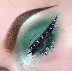 41 Looks: Makeup for St Patricks Day > CherryCherryBeauty.com [phoebles / Instagram]