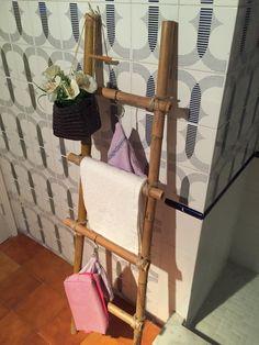 Escalera cañas de bambú. Bamboo ladder