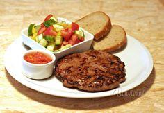 Pljeskavica • recept • bonvivani.sk Appetizer Recipes, Appetizers, Serbian Recipes, Serbian Food, Pork Recipes, Steak, Grilling, Beef, Chicken