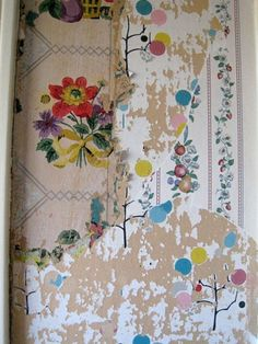 painting Fabric Apartment Therapy - Layers and Layers of Wallpaper Peeling Wallpaper, Old Wallpaper, Modern Wallpaper, Textures Patterns, Fabric Patterns, Print Patterns, Wabi Sabi, Wallpaper Layers, Decoration