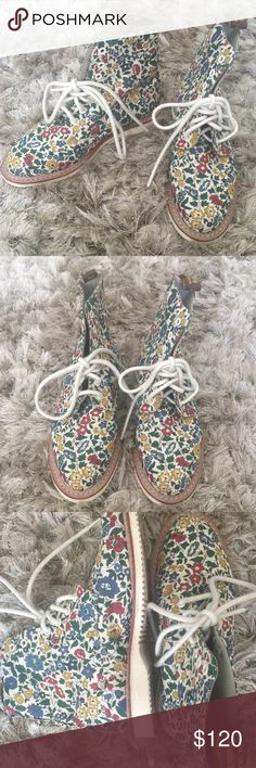 Flowery dr martens size 7 In excellent condition, only worn once. Us 7. Not made anymore!! Sold out everywhere! Dr. Martens Shoes Ankle Boots & Booties
